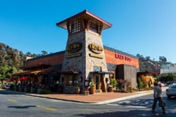 Lazy Dog Restaurant and Bar, dog friendly San Diego Restaurants, pet friendly places to eat in San Diego